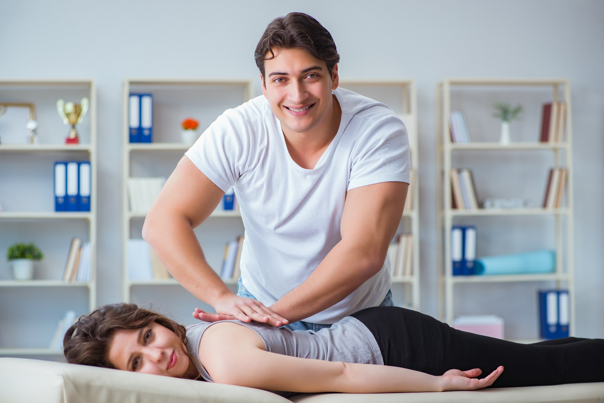 6 Reasons Why You Should Be Visiting the Chiropractor Regularly